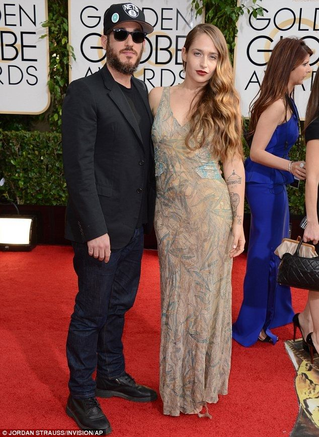 Jemima Kirke's husband Michael Mosberg decided to go incognito to the Globes, sporting a baseball cap and sunglasses on the red carpet. What no one told him, however, was that it's pretty hard to remain anonymous when you have a beauty like Jemima standing next to you!