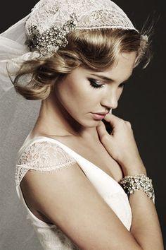 Robe de mariee creatrice - Harlow Market  Voile de mariée    Prix: à partir de 450 euros