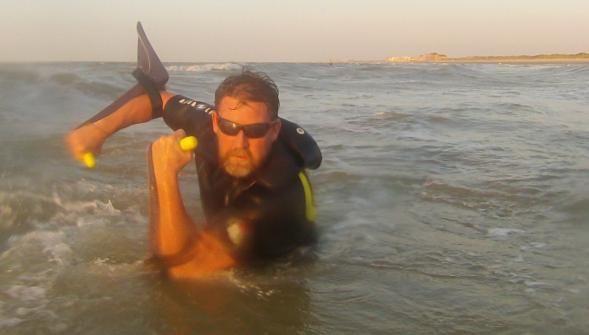 Déjà à l'origine du longe-côte, Thomas Wallyn vient d'inventer un nouvel équipement destiné à la pratique de ce sport aquatique: une palme [...] - Dunkerque - La Voix du Nord
