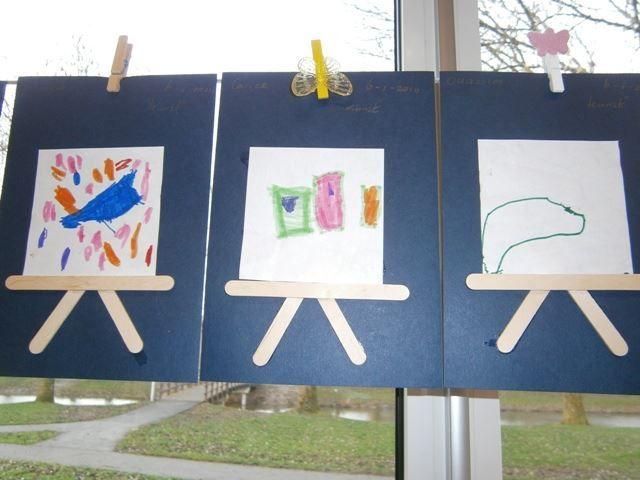 Een eigen kunstwerk op een schildersezel van ijsstokjes