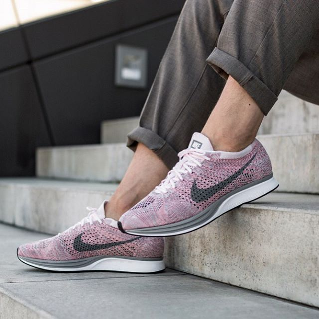 Get ready for summer! The Nike Flyknit Racer Macaron Pack is still available in some sizes. You can grab your pair at Nike and other retailers like @asphaltgold_sneakerstore #sneakersmag #nike #nikeflyknitracer #macaronpack