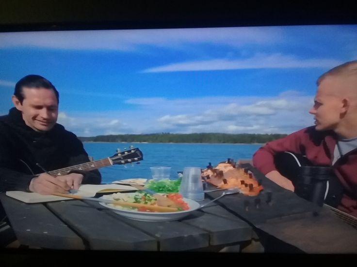 MTV3... ELASTINEN feat LAURI TÄHKÄ 11.3. UUSI Musiikki ohjelma 1/10. Seuraan Musiikki maailma uutisia&ohjelmia. HIENOA. Erilainen musa ohjelma. TAITAVAT, lahjakkaat Muusikot. Tähkä  Kansanmusiikki-poppia ja Ela Hip-hop. Tykkäsin. NAUTIN. Bloggari HXSTYLE.wordpress...SUOSITTELESeuraan ohjelmaa. MTV3.fi  RÄHINÄ.com  Nähdään HYMY