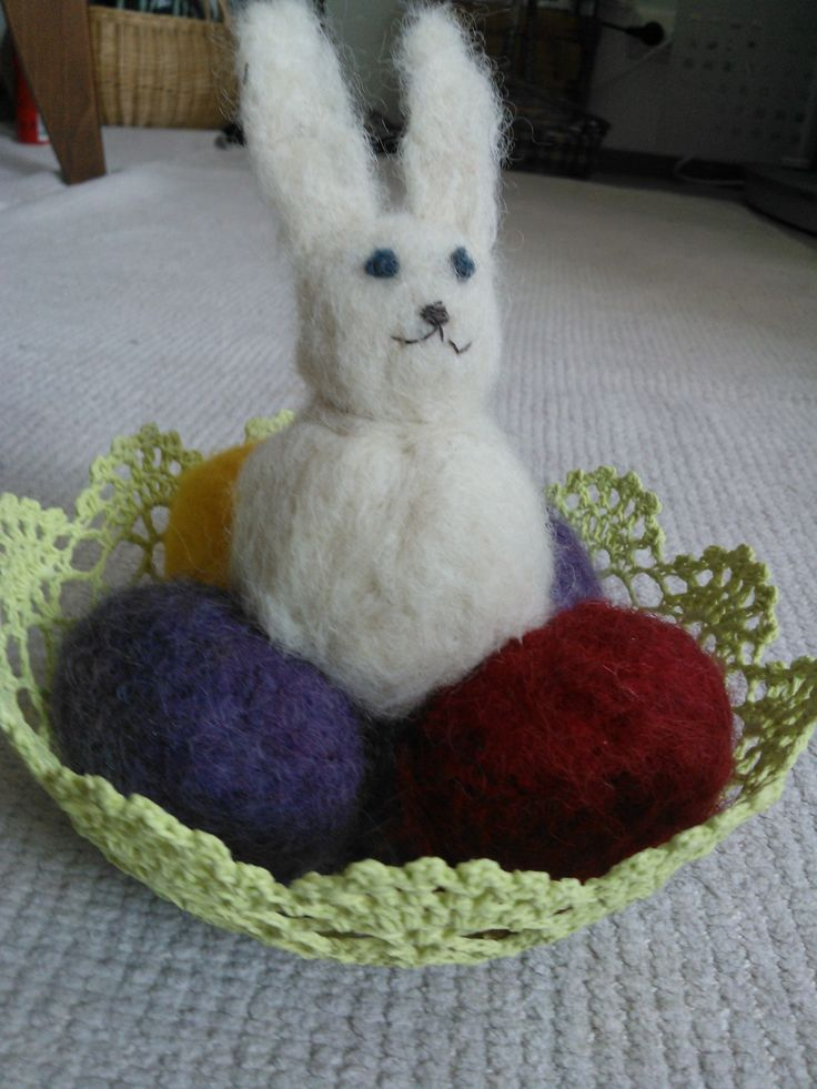 neulahuovutetut pupu ja munat