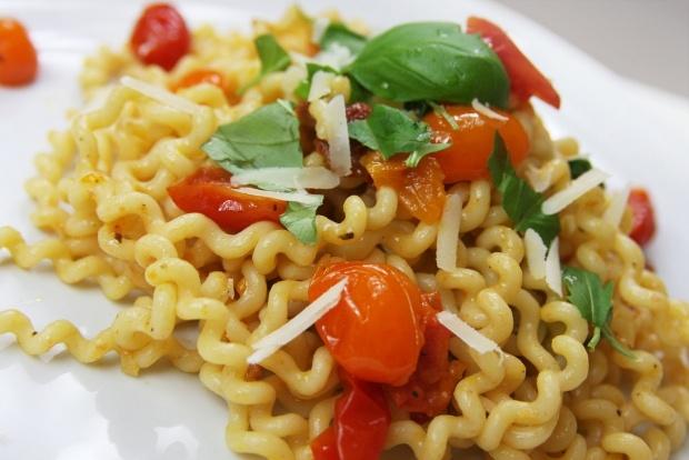 Fusilli z pomidorkami