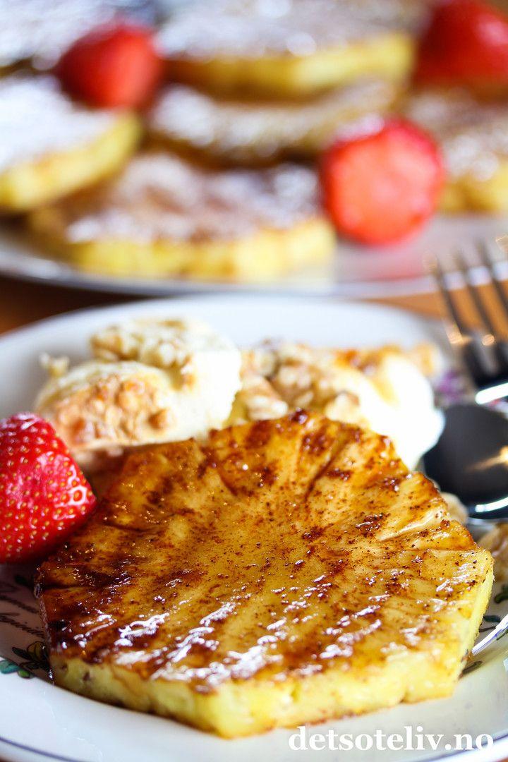 Grillet ananas med kanelsukker | Det søte liv - Ingredienser  ♥ 1 hel fersk ananas ♥ 2 dl sukker ♥ 2 ss kanel  Servering: ♥ friske jordbær ♥ iskrem