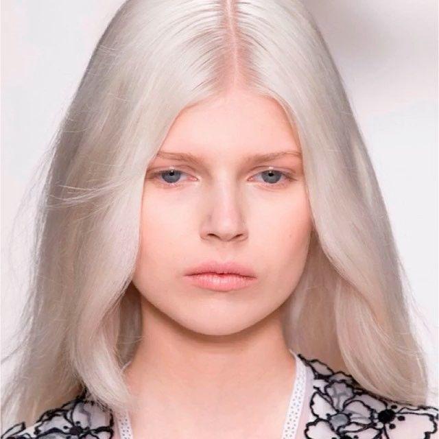 #ELLEtalk 칼바람과 맹추위로 겨울왕국이 따로 없는 오늘 얼음 나라에 어울릴 스타들의 #백금발 #헤어 스타일을 모아봤어요 이름하여 'Ice Blonde Beuary'  . #repost @elleuk  via ELLE KOREA MAGAZINE OFFICIAL INSTAGRAM - Fashion Campaigns  Haute Couture  Advertising  Editorial Photography  Magazine Cover Designs  Supermodels  Runway Models