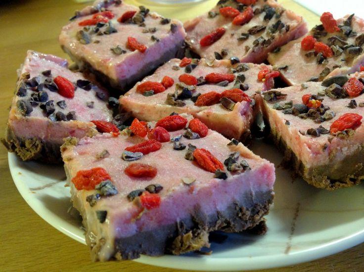 Samettiset suklaa-mansikkaraakaleivokset   http://getfitstayhealthy.fitfashion.fi/2014/03/05/samettiset-suklaa-mansikkaraakaleivokset/