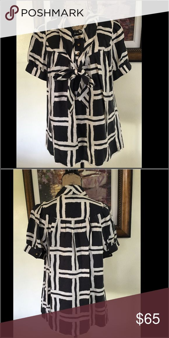 Banana Republic Black and White Silk Blouse w/ Bow Banana Republic Black and White Silk Blouse with bow.  Loose fitting a perfect to wear with a pair of slacks or jeans. Banana Republic Tops Blouses