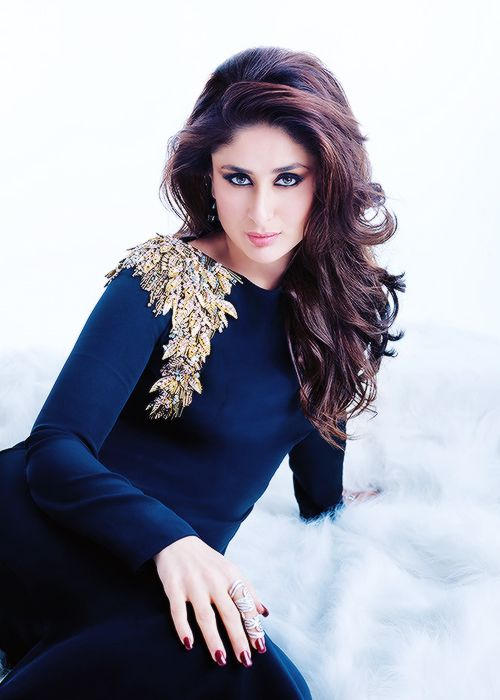 Kareena kapoor in beautiful black down with awesome gold shoulder enbellishments