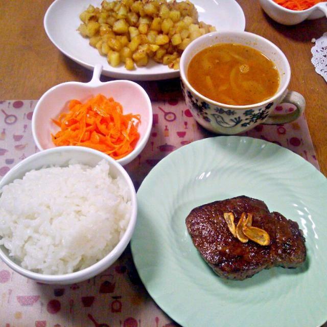 前やったあさりの酒蒸し汁の適当スープを、あさり汁なしでやったらミネストローネみたいな感じになった~ちょっと薄かったのが反省点w - 3件のもぐもぐ - 1月23日 ステーキ にんじんフラッペ ころころじゃがいも ミネストローネ風スープ by sakuraimoko
