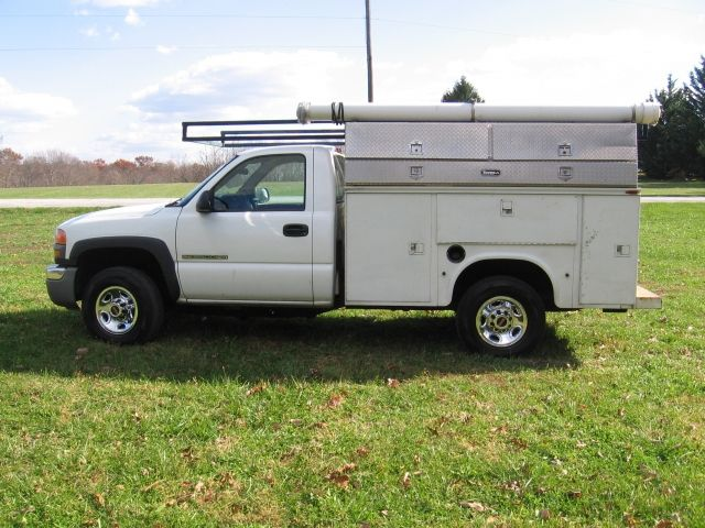 2007 GMC 2500 HD Utility Truck. Powered by V8 6.0 Vortec Gas Engine. Automatic Transmission, Air Conditioning, 8 ft. Knapheide Utility Body, w/ Extra Diamond Plate Tool Boxes, Ladder Racks, Tow Package, 129K. - See more at: http://yourequinesource.com $7,000.00