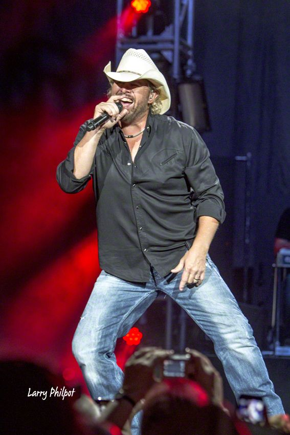"""Toby Keith, Kip Moore and Drake White brought Toby's """"Hammer Down"""" Tour to Indianapolis on Friday. Photo coverage from that event."""