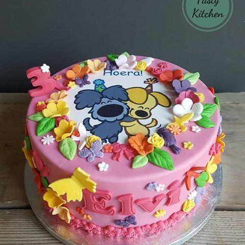 Vrolijke woezel en pip taart voor de derde verjaardag van Elvi.  #taart #cake #verjaardagstaart #verjaardag #birthdaycake #birthday #feestje #kidsparty #kinderfeestje #woezel #pip #woezelenpip #3jaar #3year #roze #bloemen #flowers #vrolijk #gezellig #birthdayparty #uitgeest #amsterdam #haarlem #thetastykitchen #tastykitchen