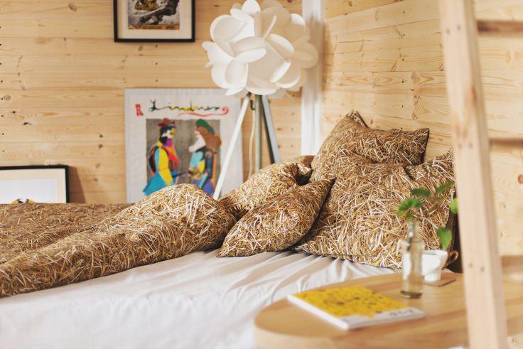 HAYKA - stack of straw bed linen set by Dizeno Creative / www.hayka.eu / fot. Kamila Gołębiewska