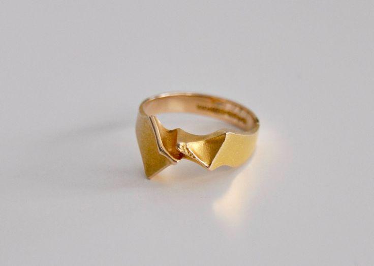 "Björn Weckström for Lapponia Jewelry (FI), vintage modernist ""Tsokka"" 14K gold sculptural ring, 1978. #finland | finlandjewelry.com"