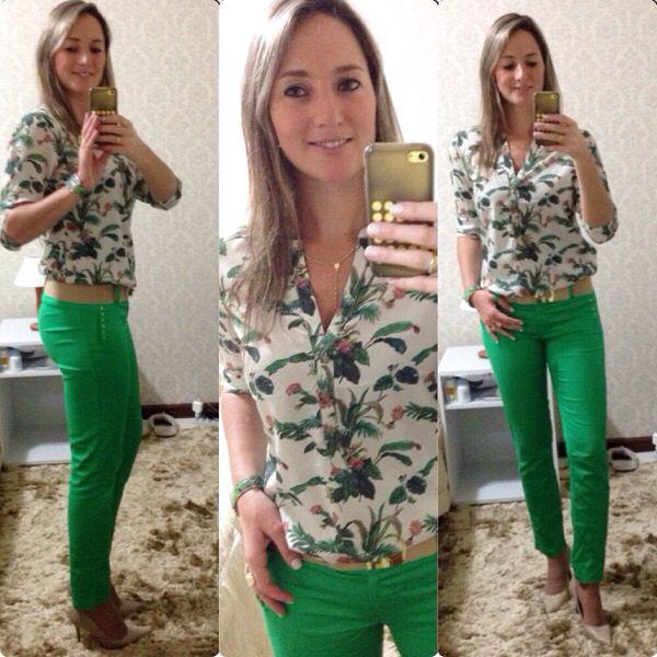 Look de trabalho - calça verde - camisa estampada
