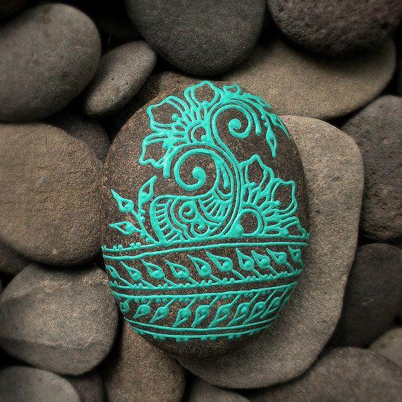 roca mehendi turquesa paisley pintado                                                                                                                                                      Más