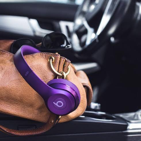 Beats by Dr. Dre - Solo2 A kívül-belül újratervezett Solo2 fejhallgató jobb akusztikát és tisztább hangzást biztosít. Letisztult, könnyű, tartós kialakítású és ráadásul még kényelmesebb, mint valaha.