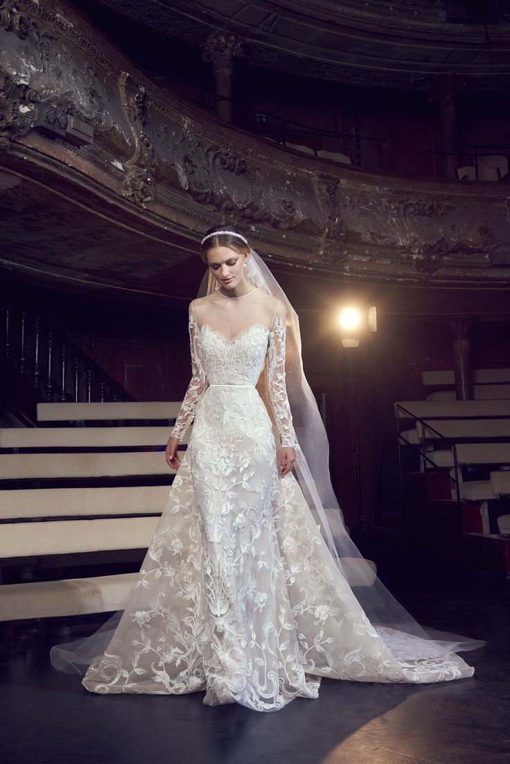 Elie Saab encanta com looks de contos de fadas no inverno 2018 - Vogue   Desfiles