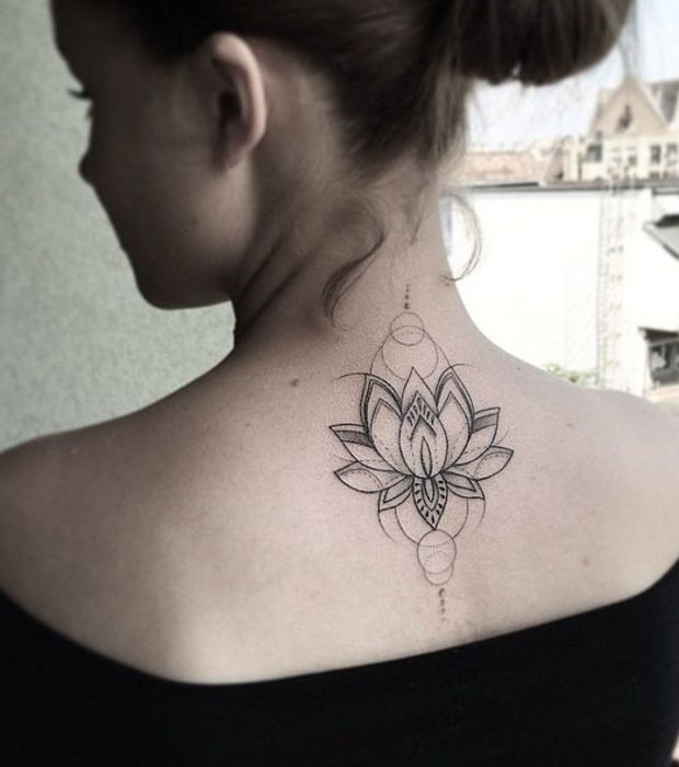 Photo taken from 10 tattoos for mysterious girls (10 photos)  – Lace and jewel tattoos