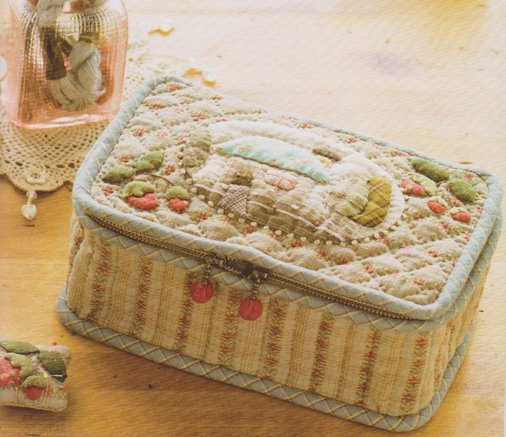 How to make tutorial sewing kit case bag needle book quilting quilt applique patchwork pdf pattern patterns ebook. $5.00, via Etsy.
