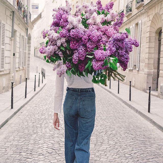 New post on the blog 🌸🌿🌺🍃Immagini piacevoli per trovare ispirazione durante il fine settimana. 📷 @carlalovesphotography #paris #lilac #flowers #fiori #weekend | SnapWidget