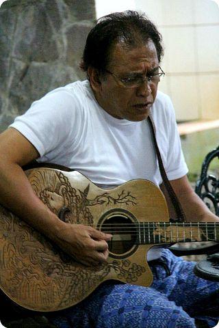 Iwan Fals, di Sore Hari Sang Maestro - Yahoo News Indonesia
