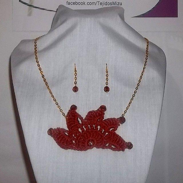 Collar 66: hilo color ladrillo. Con aros. Ch$6.000.