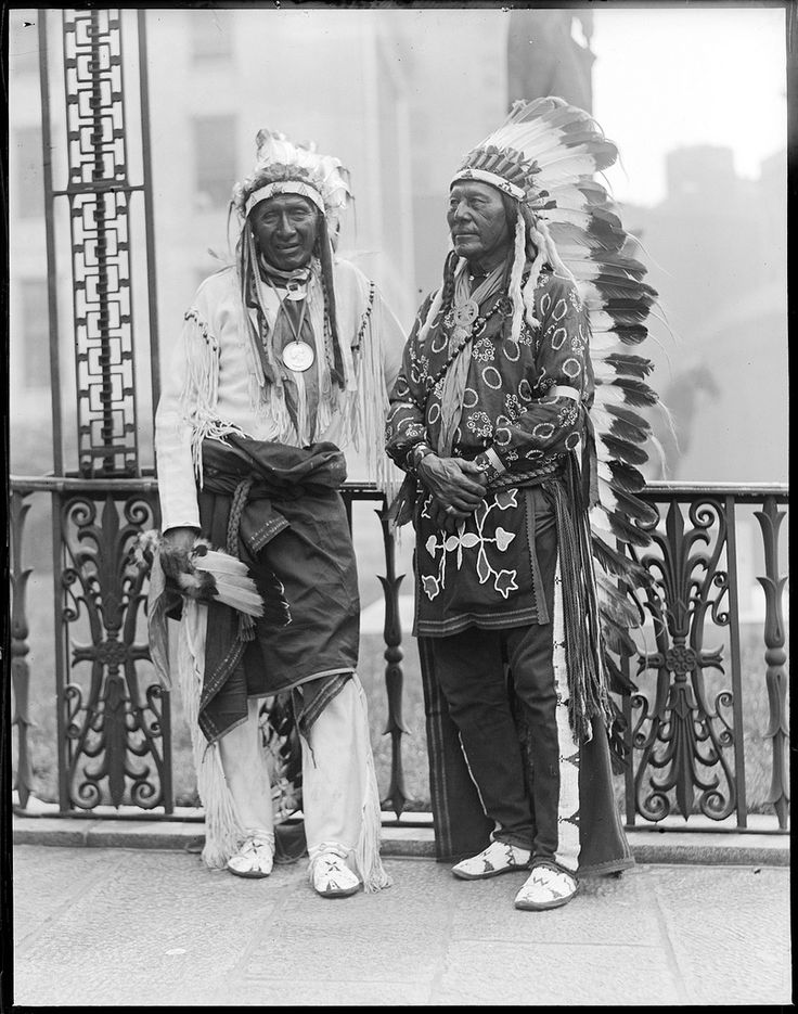 Native Americans - Wild West show. Leslie Jones photography, 1917 - 1934 (approximate)