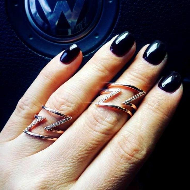 Δαχτυλίδι σχέδιο κεραυνός σε ροζ χρυσό από ατσάλι με strass ...Αυξομειωνεται ανάλογα σε κάθε  δάχτυλο ...