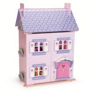 """ΞΥΛΙΝΟ ΚΟΥΚΛΟΣΠΙΤΟ """"BELLA'S HOUSE"""" Αυτό το υπέροχο ξύλινο κουκλόσπιτο είναι πλήρως ζωγραφισμένο και διακοσμημένο εξωτερικά κι εσωτερικά, με παράθυρα, πόρτα, σκεπή και πρόσοψη που ανοίγουν για την καλύτερη πρόσβαση στους ορόφους και τα δωμάτιά του. Έχει μετακινούμενη σκεπή κάτω από την οποία βρίσκεται η σοφίτα. Περιλαμβάνει το σετ των επίπλων του, ενώ οι κούκλες πωλούνται χωριστά. Διαστάσεις κουκλόσπιτου 35,0 x 63,0 x 44,0 εκατοστών."""