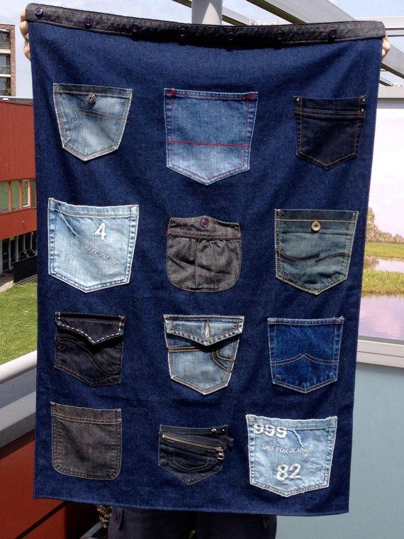 Opbergzak voor aan de muur: gemaakt van jeansstof en jeanszakken on Etsy, €25,00