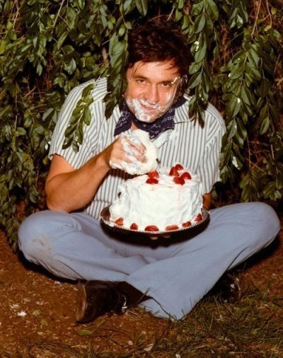 Johnny Cash eating cake with his hands in a bush (1971)