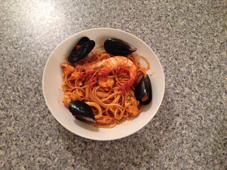 Spaghetti allo scoglio Spaghetti with seafood
