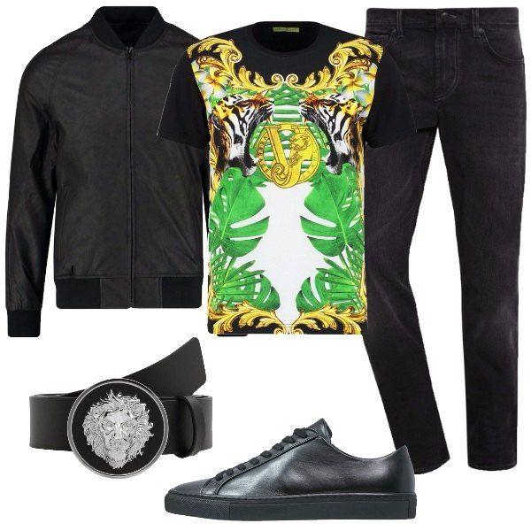 Un ragazzo sicuramente alla ricerca di capi diversi dal solito, come la T-shirt Versace a fondo nero, con stampa colorata. Abbiniamo jeans scuri, giubbotto nero, in viscosa, con collo alla coreana e zip, cintura nera in pelle con fibbia, griffata Versace e sneakers basse nere, in pelle.
