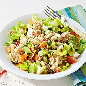 Flat Belly Foods: 400-Calorie Lunch Recipes: Greek Salad with Tuna    In a large bowl, whisk together 2 teaspoons olive oil, 2 teaspoons red wine vinegar, 1/2 teaspoon dried oregano, and salt and pepper to taste. Toss with 3 cups chopped romaine, 2 1/2 ounces water-packed tuna, 1/2 cup diced cucumber, 1/2 cup diced tomato, 1/2 cup cooked whole-grain couscous, 1 tablespoon crumbled feta, and 4 chopped Kalamata olives.