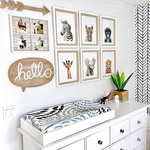 How fun is this modern take on a safari nursery from @modernbabyandthings?!