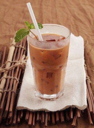 Холодный чай с молоком и мятой