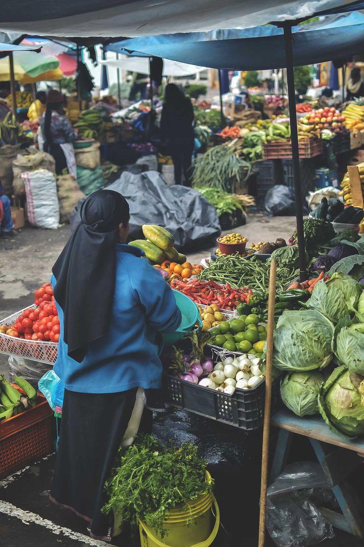 Mercado Municipio in Otavalo, Ecuador | heneedsfood.com