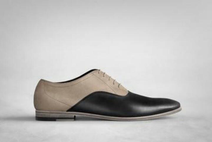 Two-tone matt leather Oxford.