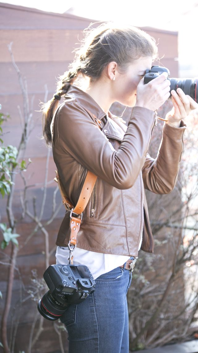 Leather camera straps for photographers. Discover a new way to photograph. Straps en cuir pour photographes. www.teyaproject.com