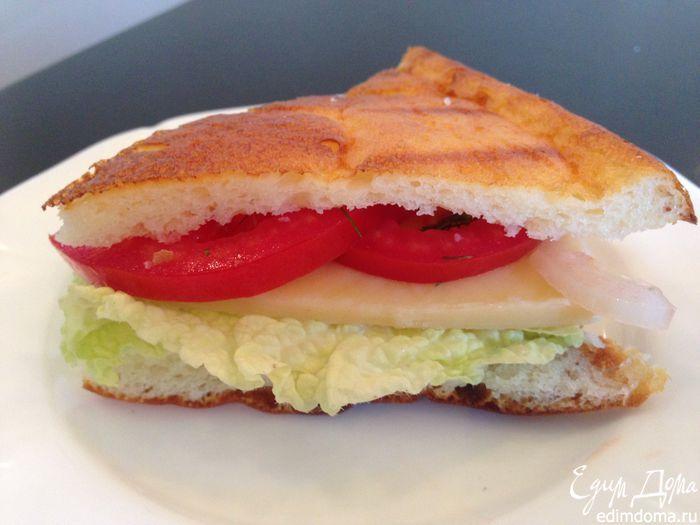 Очень вкусный вариант хлеба-лепешки, которую я нашла на просторах интернета. Отлично подойдет под домашнюю пиццу, горячие бутерброды, сэндвичи, да и вообще прекрасный вариант ПОЛЕЗНОГО хлеба без муки! Я использую творог мягкий кремообразный. Обезжиренные продукты можно заменить на обычные.