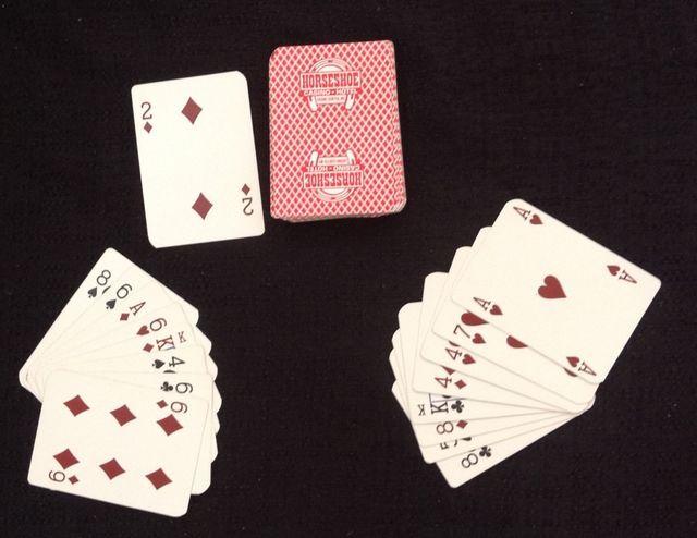 Reglas para aprender a jugar el juego de cartas clásico Ochos Locos