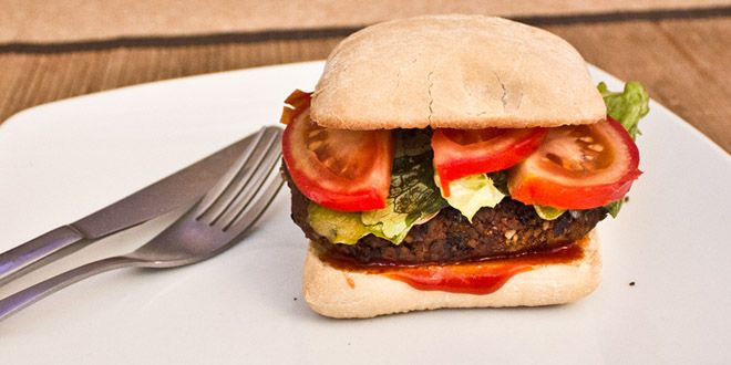 Hamburger vegan aux haricots noirs