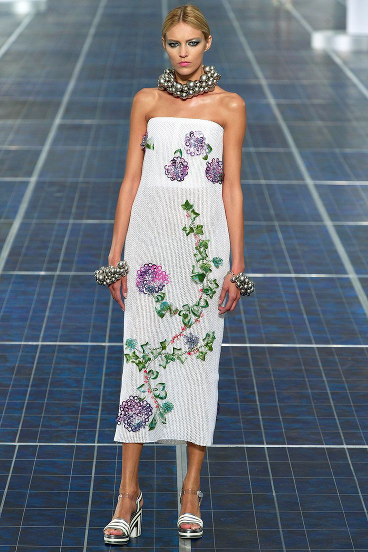 ANDREA JANKE Finest Accessories: Pearls, Pearls, Pearls - CHANEL Spring 2013 #Chanel #PFW #ParisFashionWeek #KarlLagerfeld #Fashion #Paris