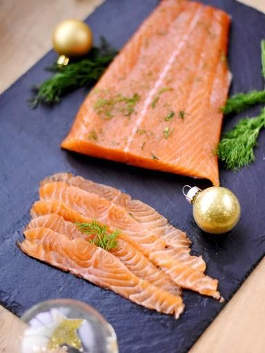 Saumon cru mariné ('gravad lax' en suédois) : Recette de Saumon cru mariné ('gravad lax' en suédois) - Marmiton