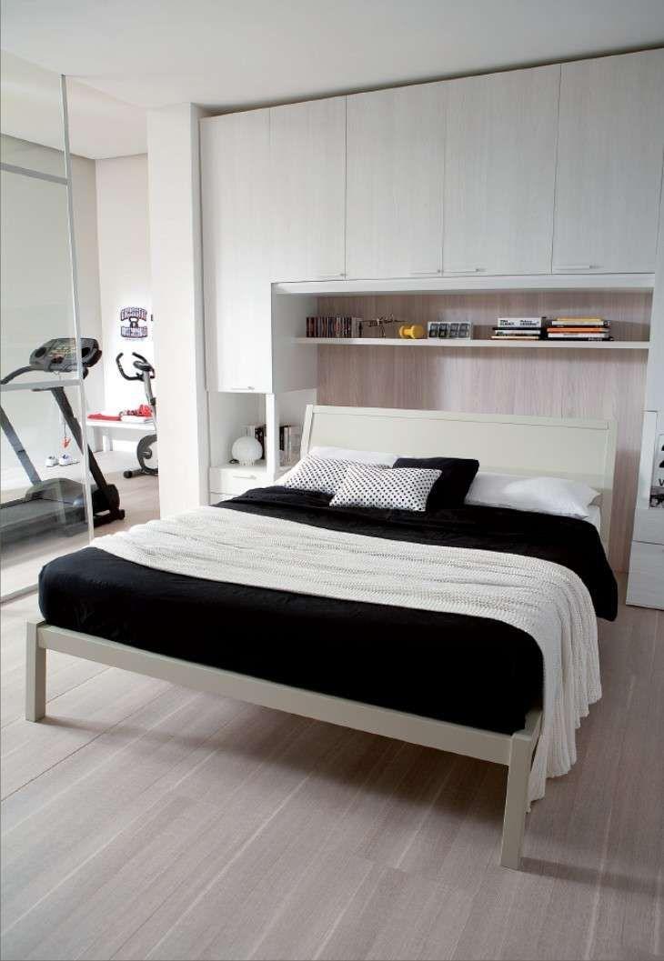 Camere da letto matrimoniali a ponte - Comodini nell'armadio