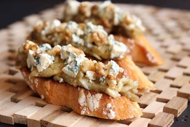 tostas de nuez   Tosta de berenjena, queso azul y nueces   ♥ Ñam ñam   Pinterest