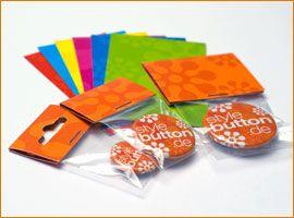 Die Konfektionierung Deiner Buttons kann auch in Beutel mit einem Reiter aus Pappe erfolgen.