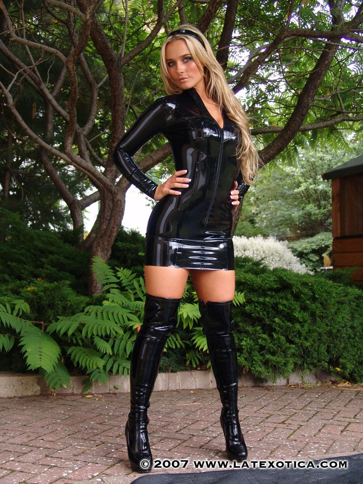 With Blonde mini skirt boots seems